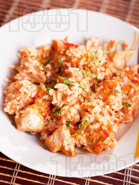 Печен ориз на фурна с праз лук, домати, лук, моркови и пилешки хапки от бон филе (бонфиле) - снимка на рецептата